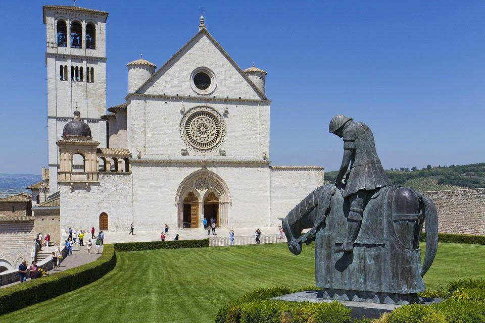 Il Cortile di Francesco ripensa il terremoto e l'ambiente con ospiti illustri, da Graziano Delrio a Mario Tozzi