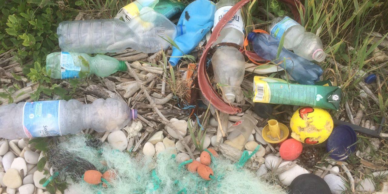 """Allarme plastica sulle spiagge marchigiane, Legambiente denuncia: """"Grave problema per l'ecosistema marino e per il turismo""""."""