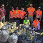 Azione di pulizia ad Ascoli Piceno: iniziativa spontanea contro l'abbandono dei piccoli rifiuti in strada